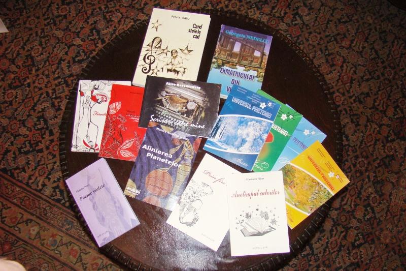 15 MAI 2010-Sedinta a-III-a a Cenaclului U.P-Lansare de carte-Poeme violete-Violetta Petre Poeme_37