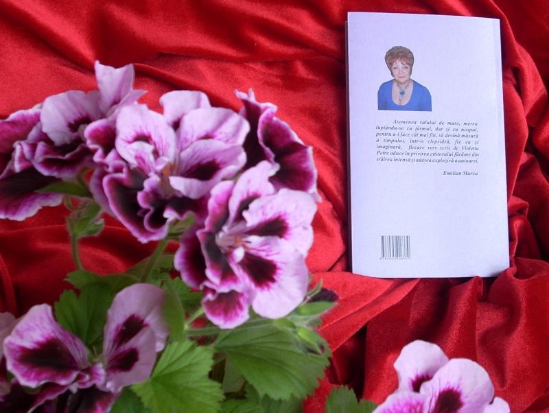 15 MAI 2010-Sedinta a-III-a a Cenaclului U.P-Lansare de carte-Poeme violete-Violetta Petre Poezii11