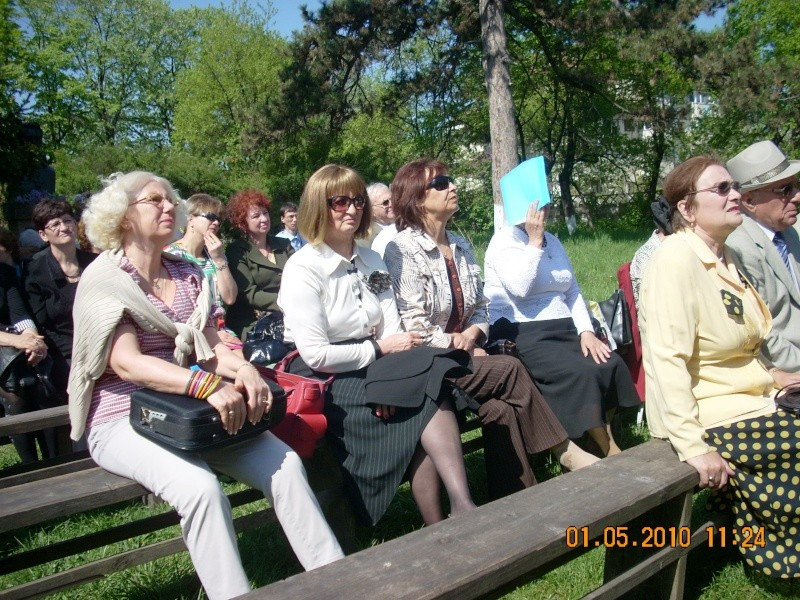 SĂRBĂTOAREA LILIACULUI la IAŞI -01 MAI 2010 Sarbat12
