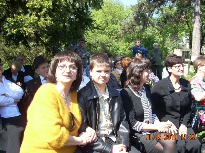 SĂRBĂTOAREA LILIACULUI la IAŞI -01 MAI 2010 Sarbat14