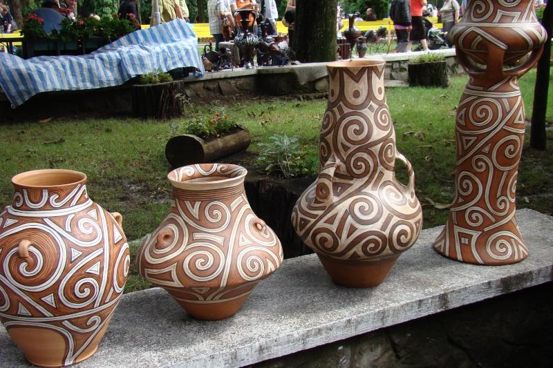Targul de Arta Ceramica Cucuteni 5000-iunie 2010 Targul16