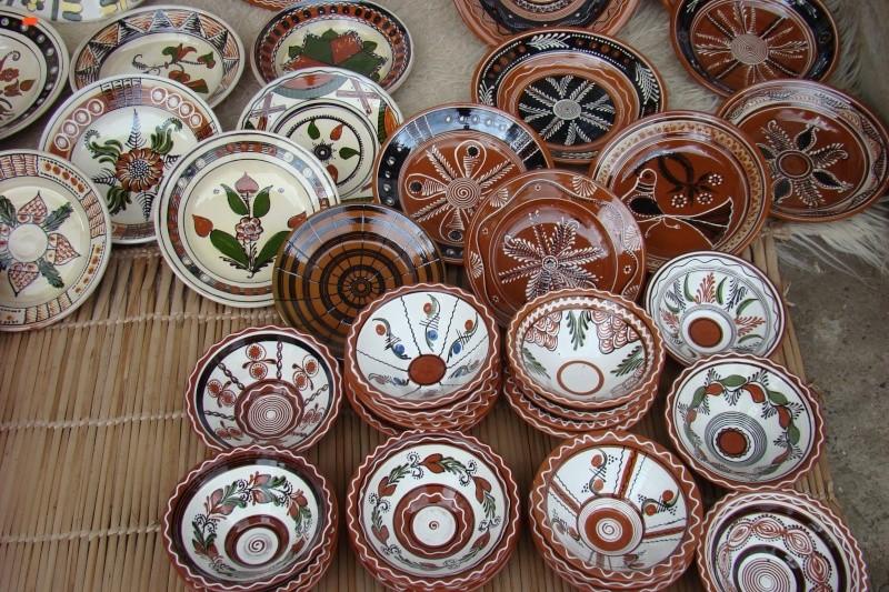 Targul de Arta Ceramica Cucuteni 5000-iunie 2010 Targul41