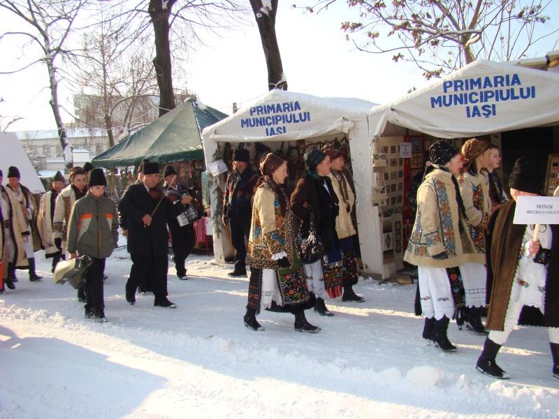 TRADIŢII PE ULIŢA LĂPUŞNEANU-19 decembrie 2010. Tradit11