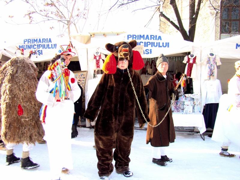 TRADIŢII PE ULIŢA LĂPUŞNEANU-19 decembrie 2010. Tradit13