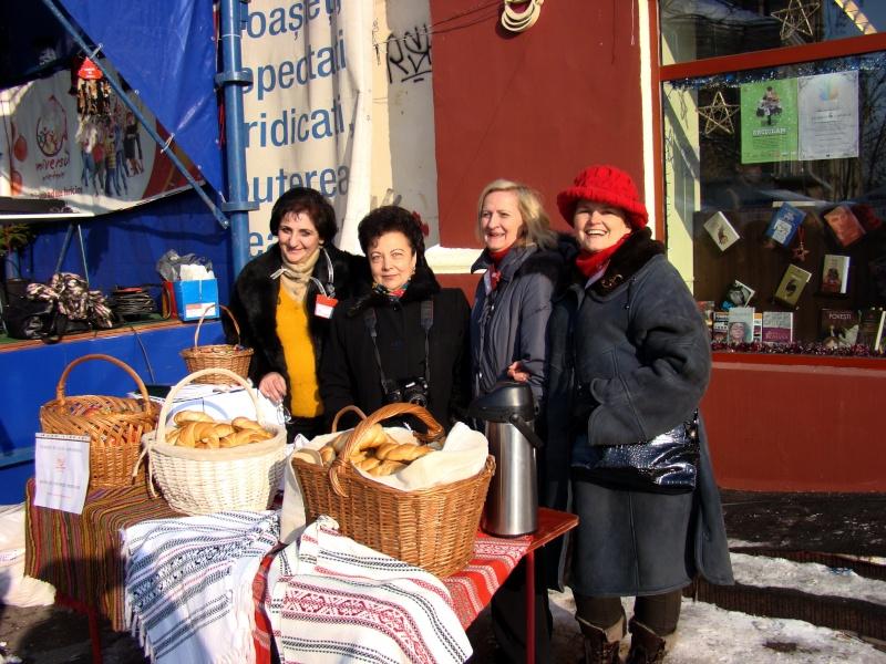 TRADIŢII PE ULIŢA LĂPUŞNEANU-19 decembrie 2010. Tradit35