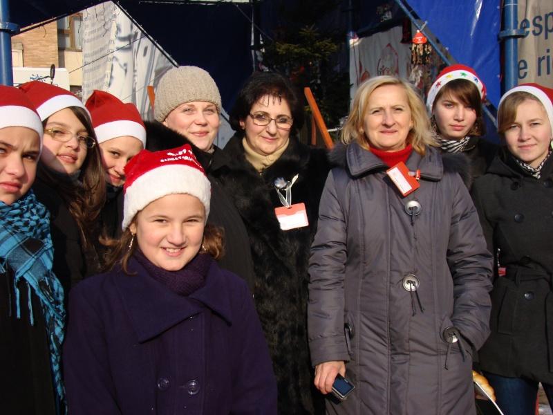 TRADIŢII PE ULIŢA LĂPUŞNEANU-19 decembrie 2010. Tradit38