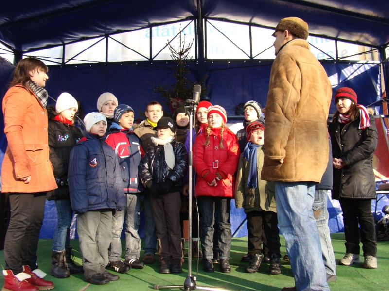 TRADIŢII PE ULIŢA LĂPUŞNEANU-19 decembrie 2010. Tradit45