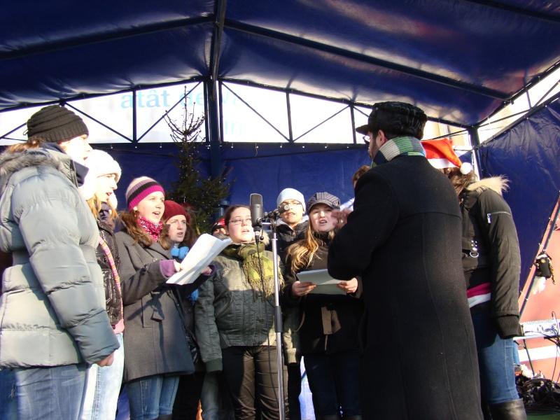 TRADIŢII PE ULIŢA LĂPUŞNEANU-19 decembrie 2010. Tradit46