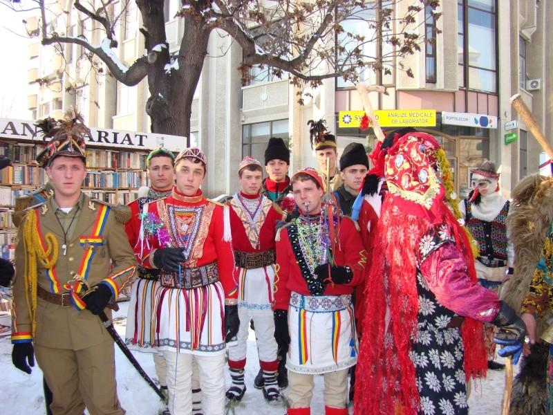 TRADIŢII PE ULIŢA LĂPUŞNEANU-19 decembrie 2010. Tradit56