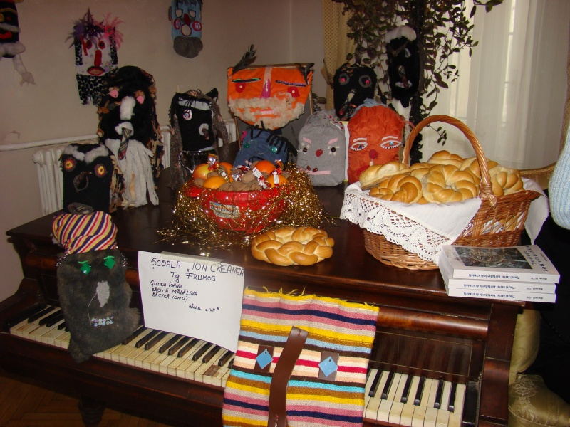 """11 Decembrie 2010- Sedinta a VIII-a a Cenaclului U.P.-Lansare de carte """"Dincolo de cer""""-Violetta Petre Violet17"""