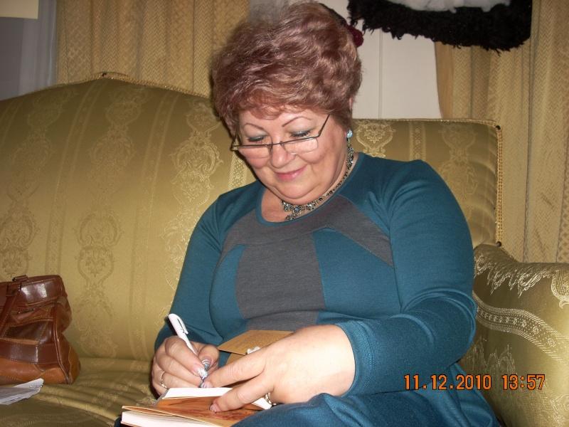 """11 Decembrie 2010- Sedinta a VIII-a a Cenaclului U.P.-Lansare de carte """"Dincolo de cer""""-Violetta Petre Violet32"""