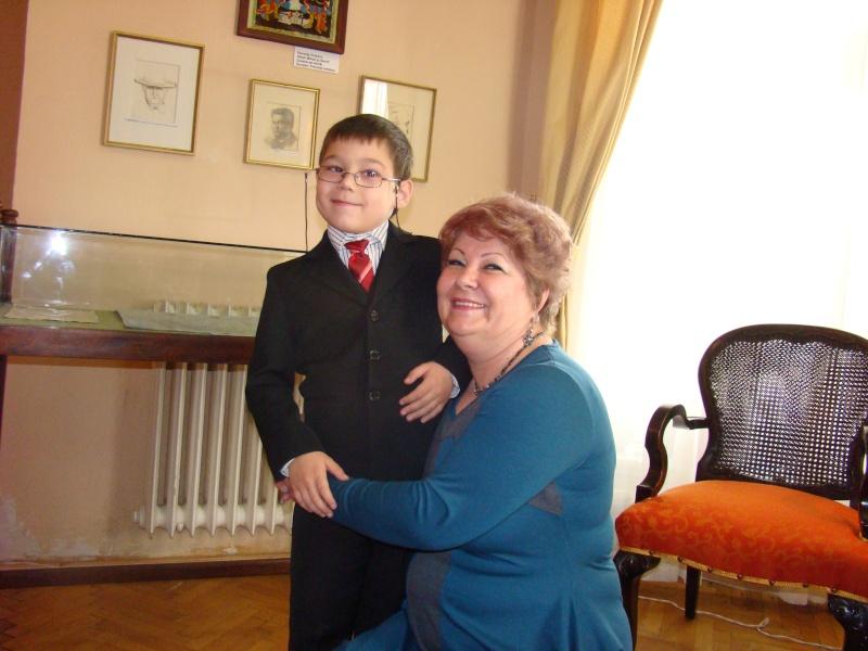 """11 Decembrie 2010- Sedinta a VIII-a a Cenaclului U.P.-Lansare de carte """"Dincolo de cer""""-Violetta Petre Violet38"""