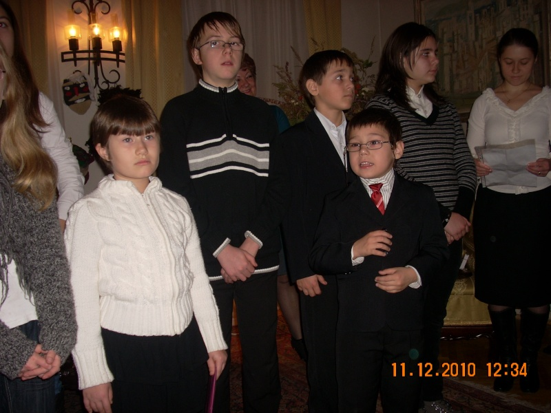 """11 Decembrie 2010- Sedinta a VIII-a a Cenaclului U.P.-Lansare de carte """"Dincolo de cer""""-Violetta Petre Violet41"""