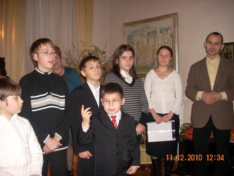 """11 Decembrie 2010- Sedinta a VIII-a a Cenaclului U.P.-Lansare de carte """"Dincolo de cer""""-Violetta Petre Violet42"""