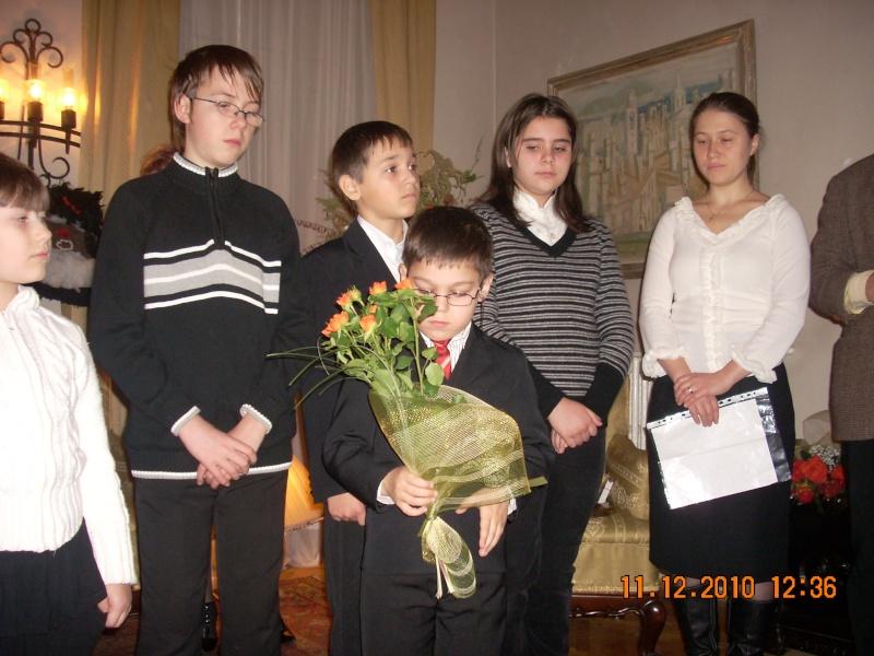 """11 Decembrie 2010- Sedinta a VIII-a a Cenaclului U.P.-Lansare de carte """"Dincolo de cer""""-Violetta Petre Violet43"""