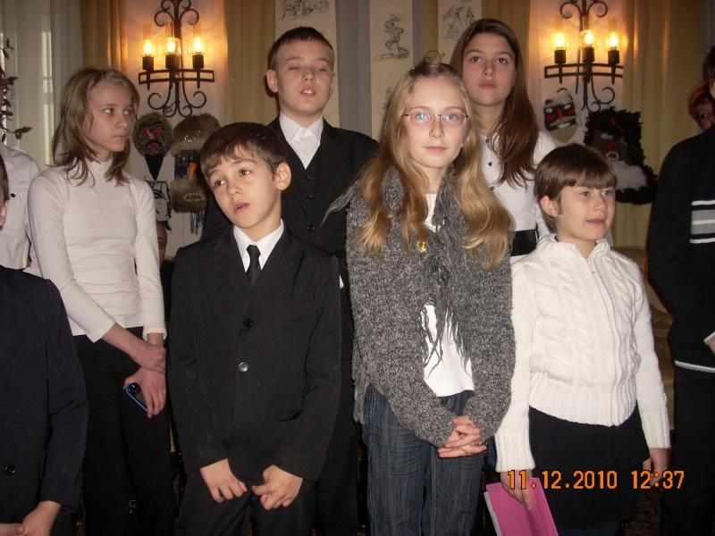 """11 Decembrie 2010- Sedinta a VIII-a a Cenaclului U.P.-Lansare de carte """"Dincolo de cer""""-Violetta Petre Violet45"""