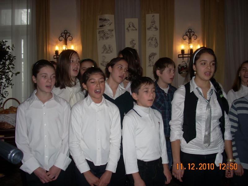 """11 Decembrie 2010- Sedinta a VIII-a a Cenaclului U.P.-Lansare de carte """"Dincolo de cer""""-Violetta Petre Violet49"""