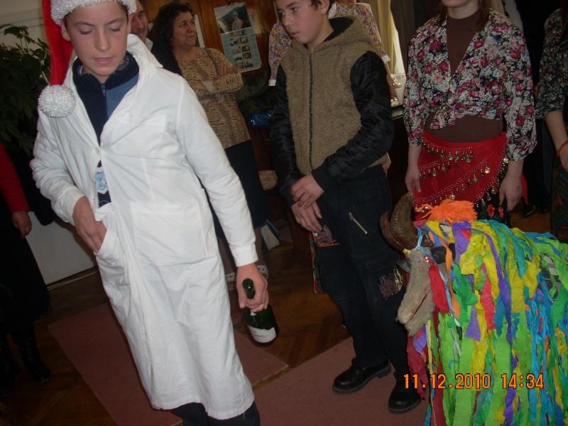 """11 Decembrie 2010- Sedinta a VIII-a a Cenaclului U.P.-Lansare de carte """"Dincolo de cer""""-Violetta Petre Violet60"""