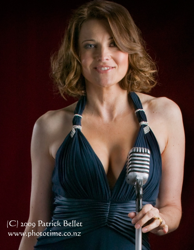 [photos] Lucy Lawless, starship benefit supernova 2009 Starsh11
