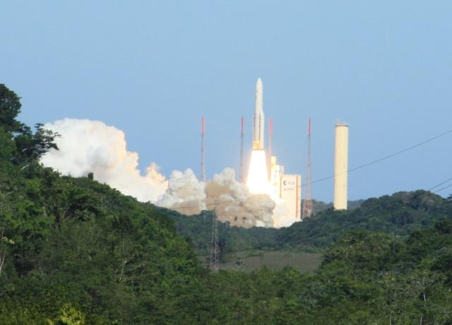 Ariane 5 ECA V198 / Hylas 1 + Intelsat 17 (26/11/2010) - Page 2 Img_2310
