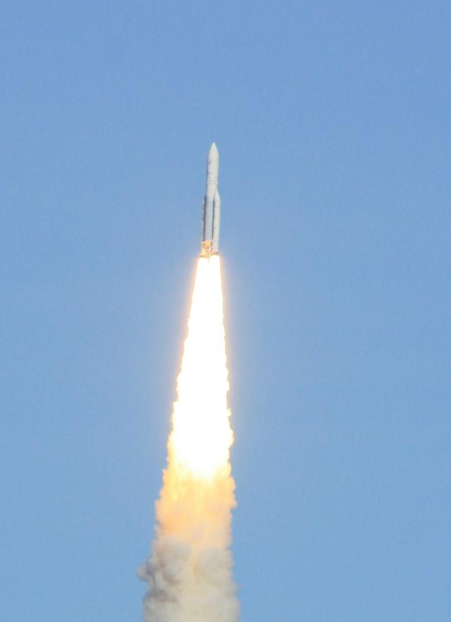 Ariane 5 ECA V198 / Hylas 1 + Intelsat 17 (26/11/2010) - Page 2 Img_2414