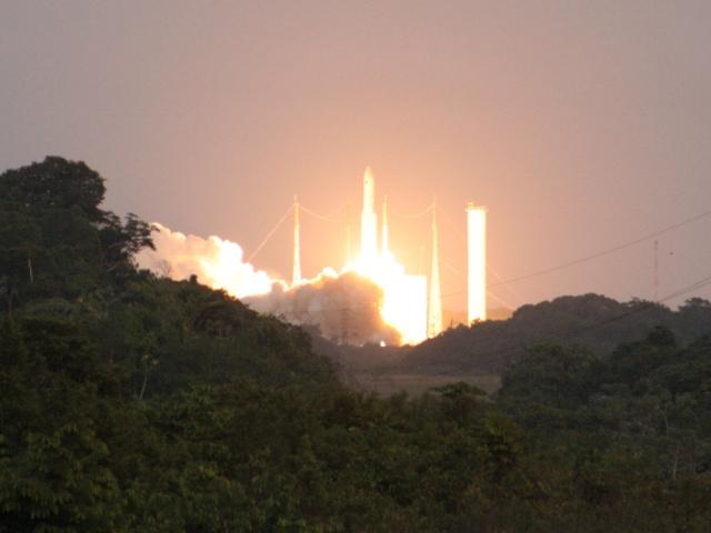 Ariane 5 V199 (Hispasat-1E + Koreasat 6) - 28.12.2010 - Page 3 Img_2812