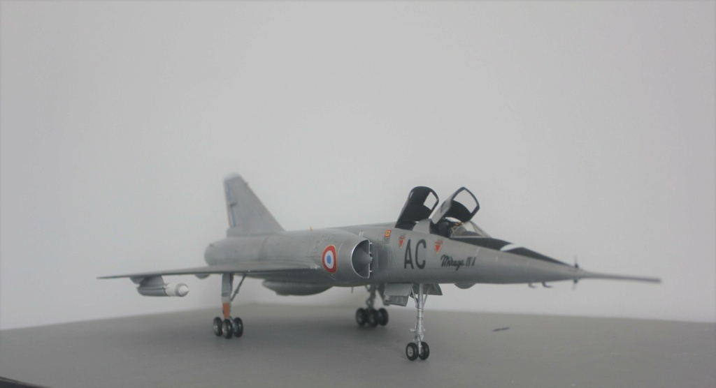 MIRAGE IV      (Heller    1/48)  FINI - Page 4 Img_5836