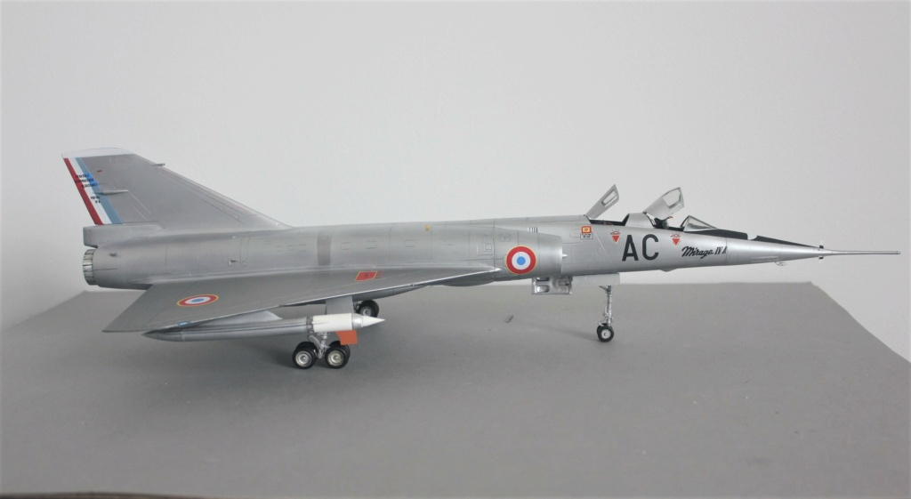 MIRAGE IV      (Heller    1/48)  FINI - Page 4 Img_5837