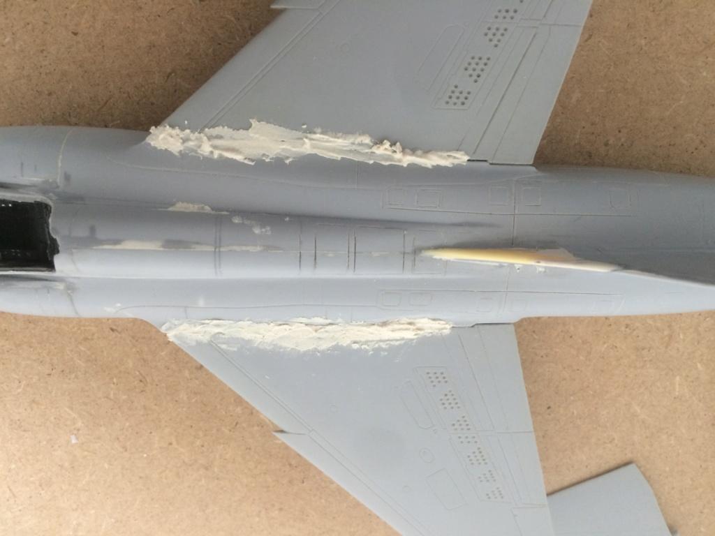 Mirage F1 B  ( F.M.  1/48)  FINI - Page 2 Img_7115