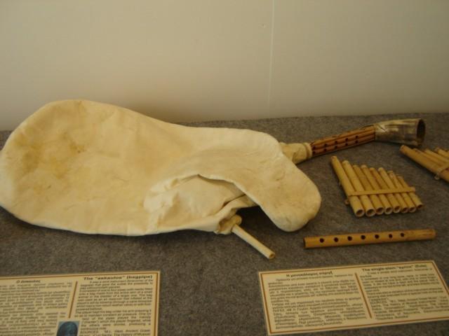 Μουσικά όργανα στον αρχαίο ελληνικό πολιτισμό. - Σελίδα 2 Dsc03111