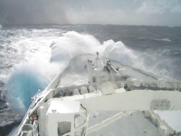 QE2 in rough seas N5784810