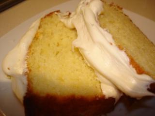 Gâteau exquis au citron avec sauce crémeuse au citron Dsc05617