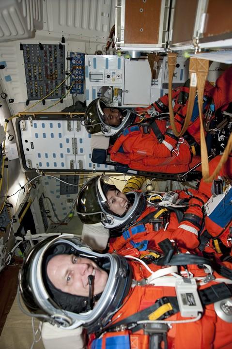 [STS-131] Discovery : préparatifs - Page 4 2010-210
