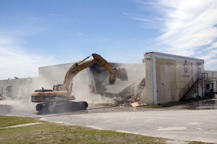 Destruction du Mercury Mission Control Center - 28 avril 2010 2010-318