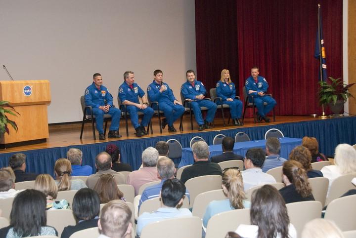 [STS-130] Endeavour : fil dédié au suivi de la mission. - Page 21 2010-321