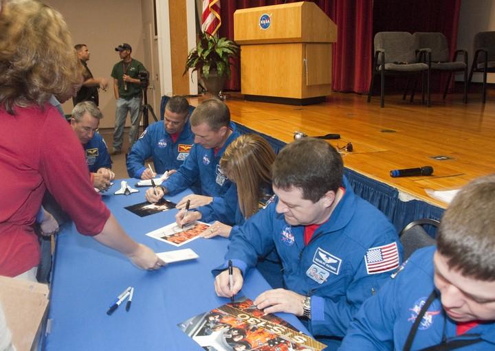 [STS-130] Endeavour : fil dédié au suivi de la mission. - Page 21 2010-322