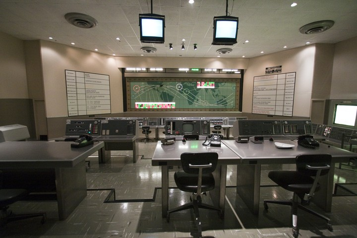 Destruction du Mercury Mission Control Center - 28 avril 2010 2010-327