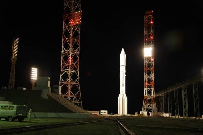 Lancement Proton-M/BADR-5 (03/06/2010) - Page 2 2010_035