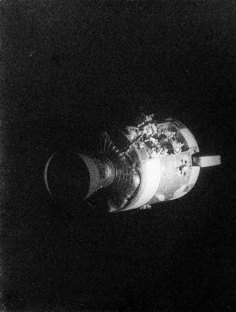 Apollo 13 (1970) - Page 3 As13-510