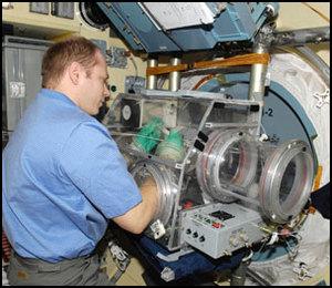 La science à bord de l'ISS - Page 3 Iss02212