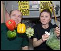 La cuisine à bord de la Station Spatiale Internationale - Page 2 Iss02339
