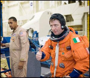 Roberto Vittori à bord de STS 134 Jsc20110