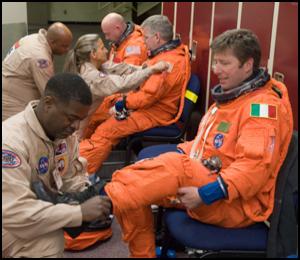Roberto Vittori à bord de STS 134 Jsc20127
