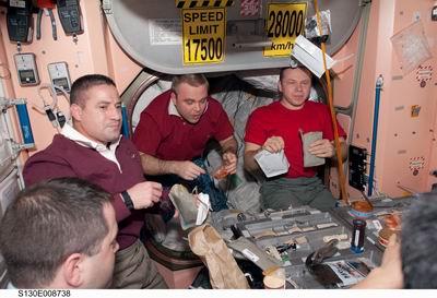 La cuisine à bord de la Station Spatiale Internationale Redime26
