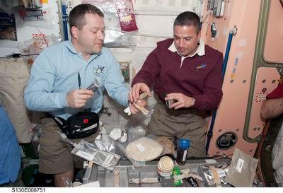 La cuisine à bord de la Station Spatiale Internationale Redime28