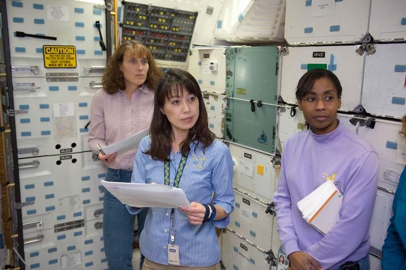 [STS-131] Discovery : préparatifs - Page 3 Redime41