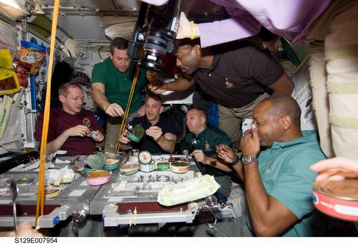 La cuisine à bord de la Station Spatiale Internationale - Page 2 Redime45