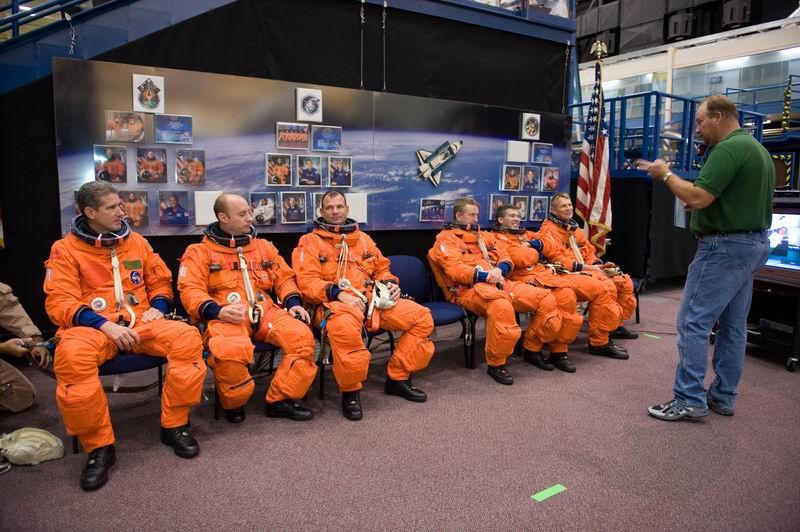 [STS-132] Atlantis : préparatifs (lancement prévu le 14/05/2010) - Page 2 Redime57