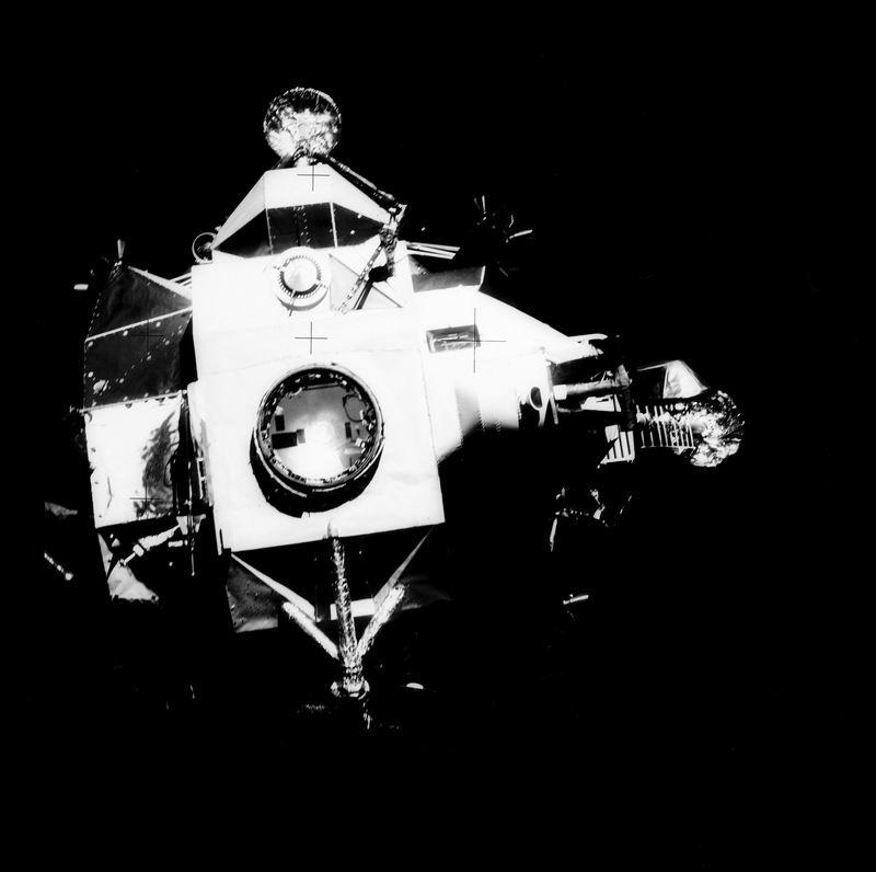 Apollo 13 (1970) - Page 3 Redime64