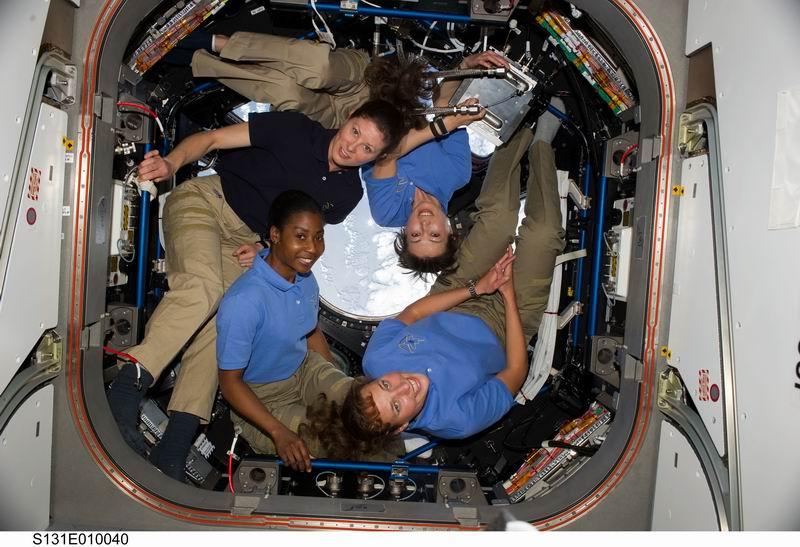 La place des femmes dans l'astronautique - Page 2 Redime91